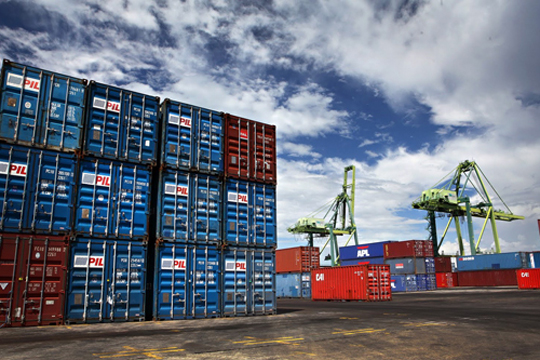 AGMachinery Worldwide delivers equipment by container-freight from door to door