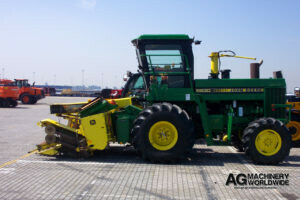 jd 5830 4wd chopper with 6 row chainhead kernel processor and grass auger box for export