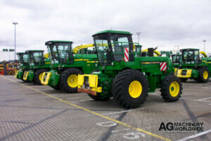 export delivery jd 5830 4wd chopper with 6000 series hookup and kemper 4500 rotary silage header