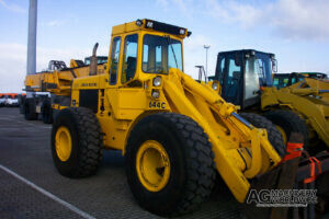 john deere 644c wheel loader with bucket and pallet forks ready for shipping to canada