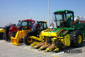 shipping john deere 5830 4wd forage harvester with chainhead